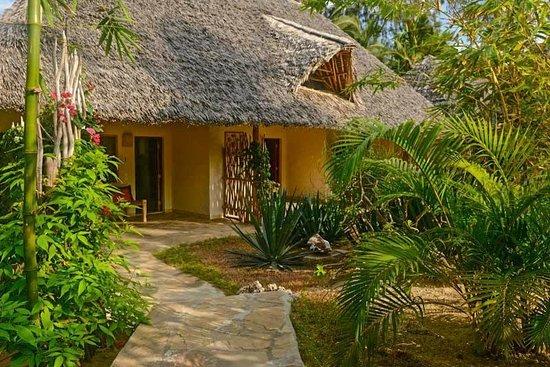 Mawimbi Lodge: Rooms Overlook/vista camera dall' esterno