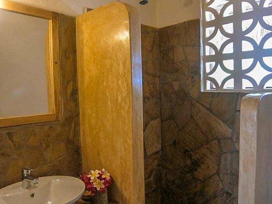 Mawimbi Lodge: Toilet/bagno