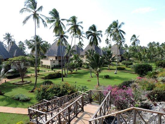 Neptune Pwani Beach Resort & Spa : Anlage gesehen vom Hang