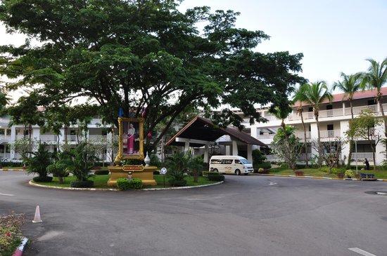 Aonang Villa Resort: Hotel entrance