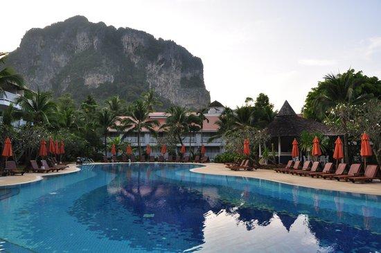 Aonang Villa Resort: Hotel main pool