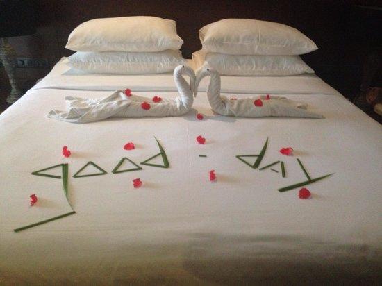 AVANI Kalutara Resort: Room boy working hard