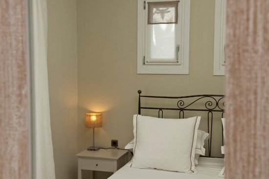Ammos Naxos Exclusive Apartments: bed room