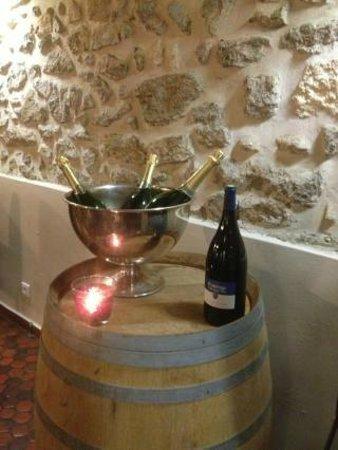Chez Pilou : Le saut a champagne et les bouteilles au frais