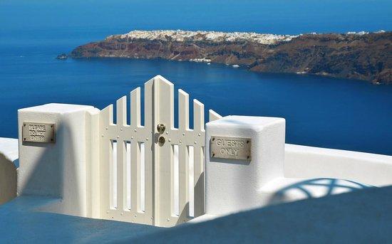 White Santorini Suites & SPA: Enterance