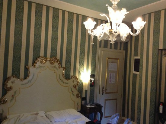 Hotel Belle Epoque: The dusty room [103]