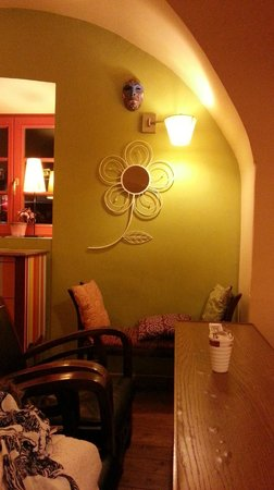 Muzikafe Bed & Breakfast : Deco on the wall :)