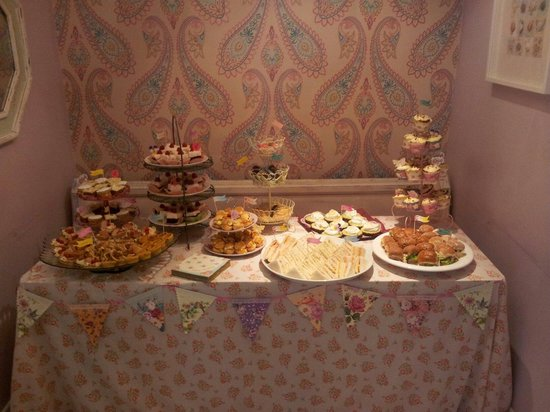 Blowmore music and more: Tea party!