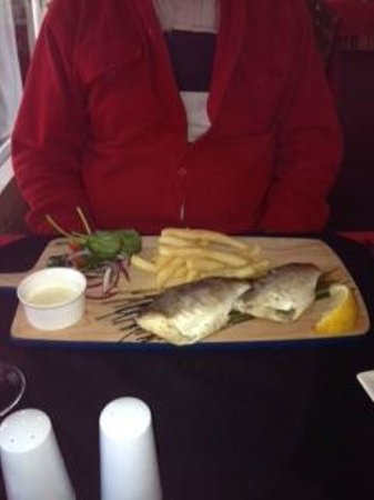 Meningie Hotel Bistro: Coorong Mullet cooked in the Aboriginal way.