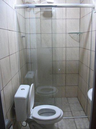 Big Hostel Brasil: bathroom