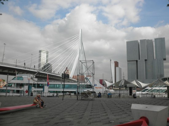Thon Hotel Rotterdam: La posizione dell'hotel è prestigiosa !