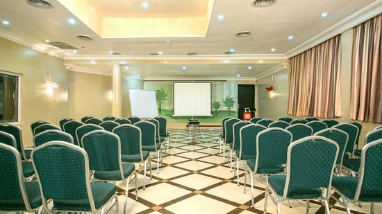 D' Palms Airport Hotel: Conference Room