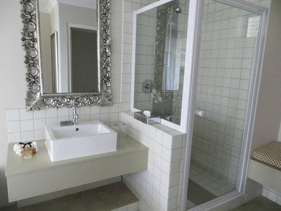 Quarters Hermanus: lovely shower plus bath