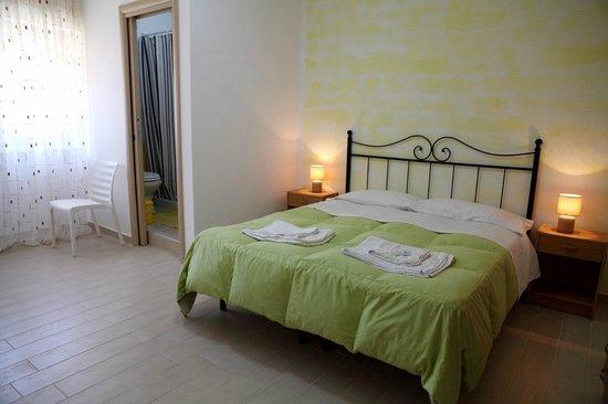 Bed & Breakfast Le Dune: camera gialla tripla