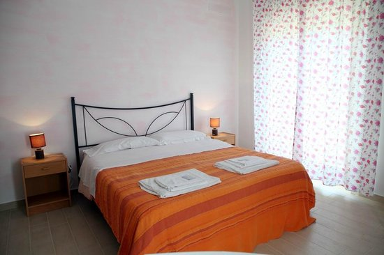 Bed & Breakfast Le Dune : camera rosa vista giardino