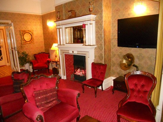 Annan Hotel: The guest lounge