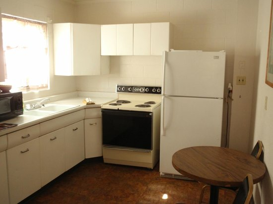 Red Rock Motel: Kitchenette