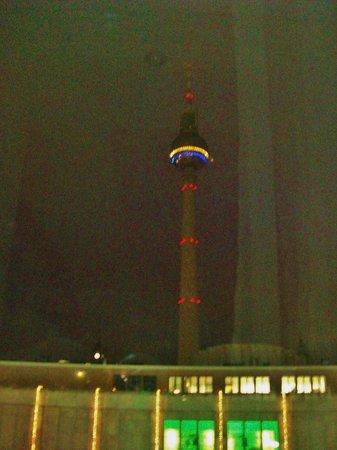 Berlin TV Tower: Вид ночью