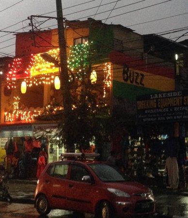 Buzz Reggae Bar: Halan Chowk, Lakeside
