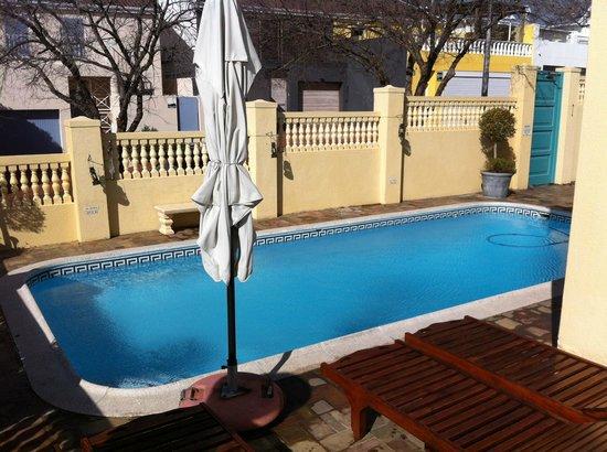 Villa Sunshine: Blick von der Terrasse auf den Pool