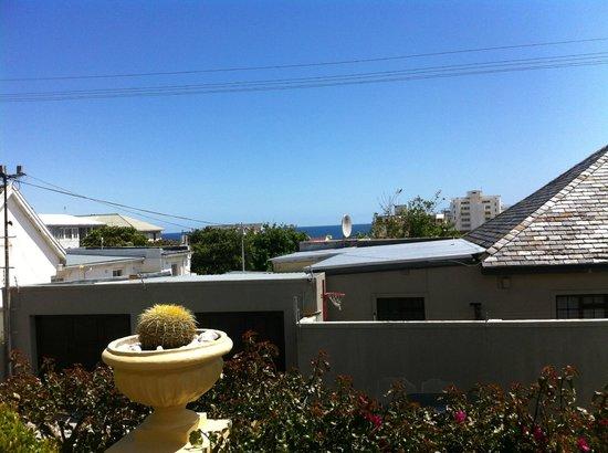 Villa Sunshine: Ausblick aufs Meer von der Frühstücksterrasse