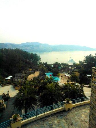 New Century Resort Qiandao Lake Hangzhou: View with outdoor pool