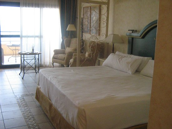 Gran Hotel Atlantis Bahia Real: Our room
