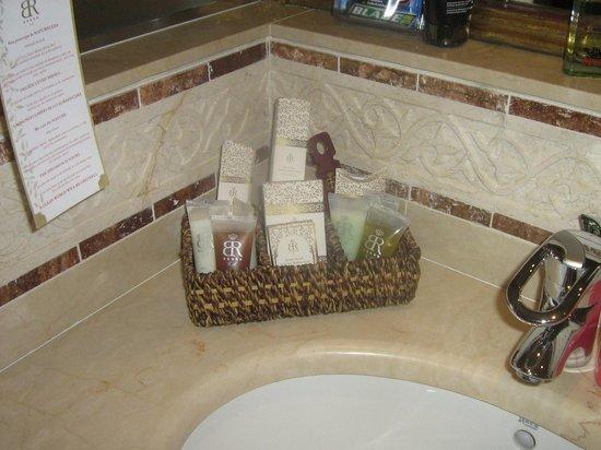 Gran Hotel Atlantis Bahia Real: Toiletries bathroom