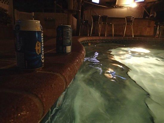 Ocean Sky Hotel & Resort: Pool at night