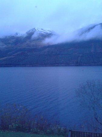 Letterfinlay Lodge Hotel: Αυτό είδαμε μόλις ξυπνήσαμε!!!!!! Θέα από το δωμάτιο!!!!