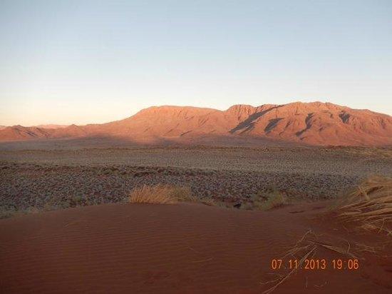 Wolwedans Dune Camp: la faccia est del tramonto