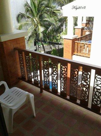 Sun Hill Hotel : balcony overlooking pool