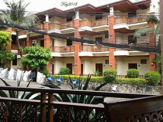 Sun Hill Hotel : hotel facade