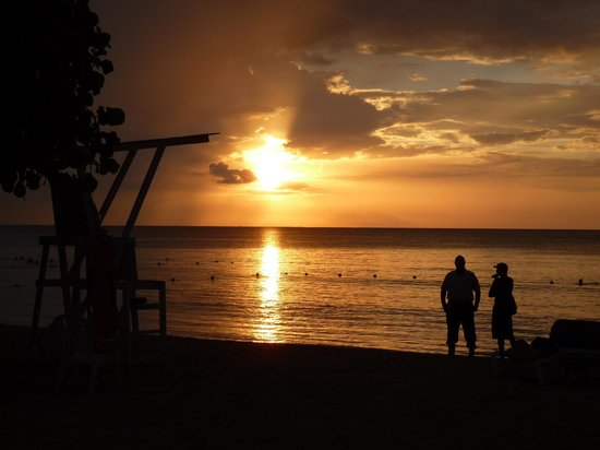 Grand Pineapple Beach Negril: Typical Sunset