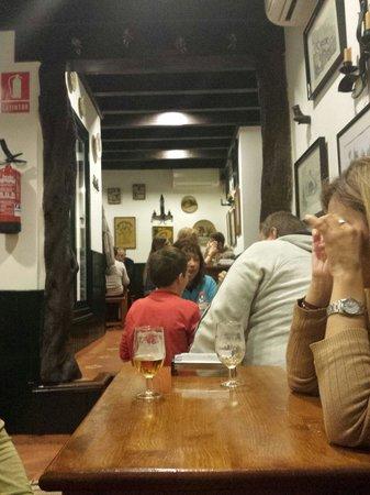 Bodega La Rambla: Esperando