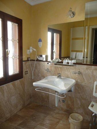 Hotel Violino d'Oro : Bathroom