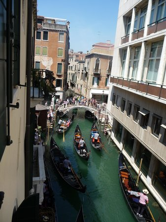 Hotel Violino d'Oro : View from bathroom window towards bridge