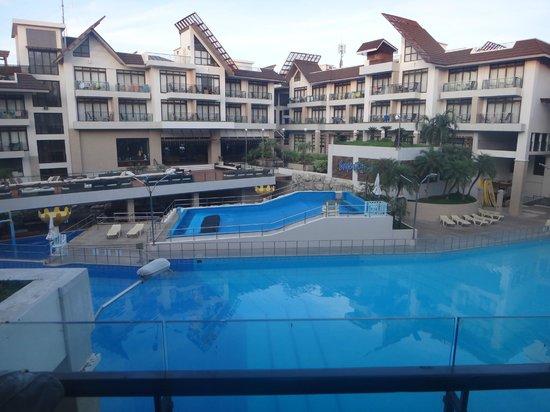 Crown Regency Resort & Convention Center: Pool View