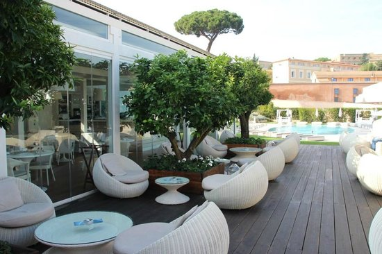 Room with private garden picture of gran melia rome for Gran melia roma