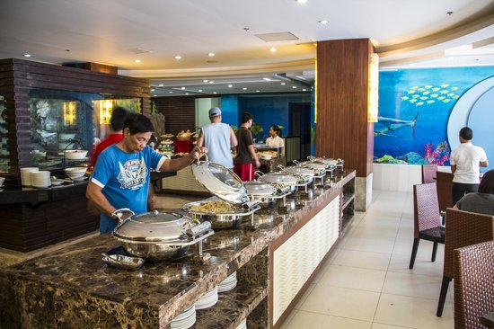 Crown Regency Resort & Convention Center: Looking for Fried Rice