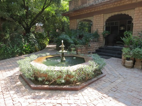 Devi Bhawan : Reception and fountain