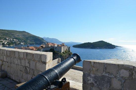 Fort Lovrijenac: Old cannon