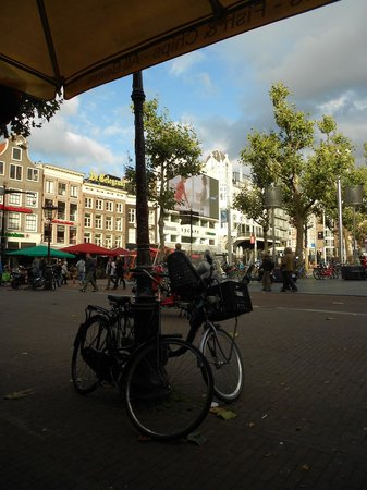 Eden Hotel Amsterdam: Rembrandtplein, literally the back yard of the hotel, is filled with cafes and bars.