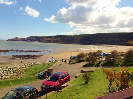 Runswick Bay Caravan and Camping Park: A veiw from the cafe in the Bay..