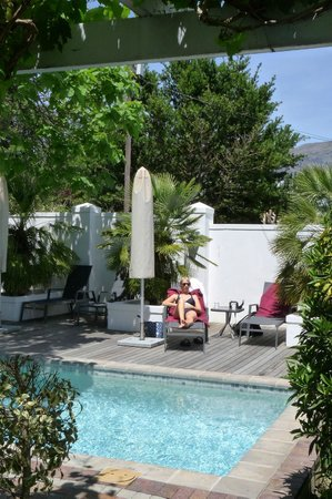 Ashbourne House Guest House: Pool area