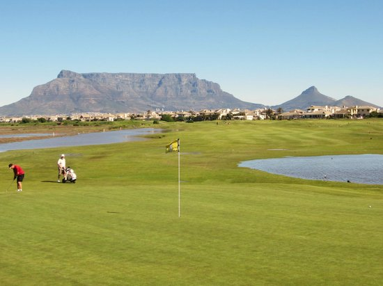 Milnerton, Zuid-Afrika: 9th green looking back down fairway