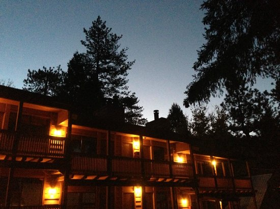 Sleepy Hollow Cabins and Hotel: Hotel at Sunrise