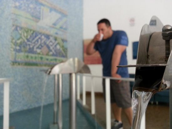 Balneario Municipal De Aguas De Lindoia: Fonte dentro do Balneário