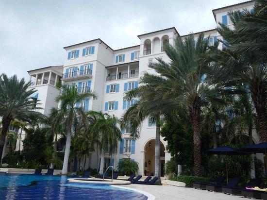 The Regent Grand: Pool Side