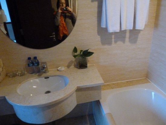 Chongwenmen Hotel: salle de bain